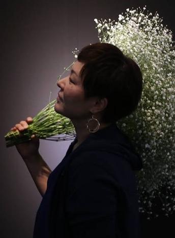 鈴木 恵美氏